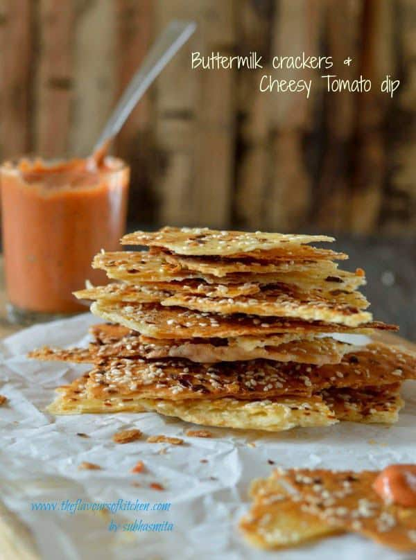 Buttermilk crackers with cheesy tomato dip
