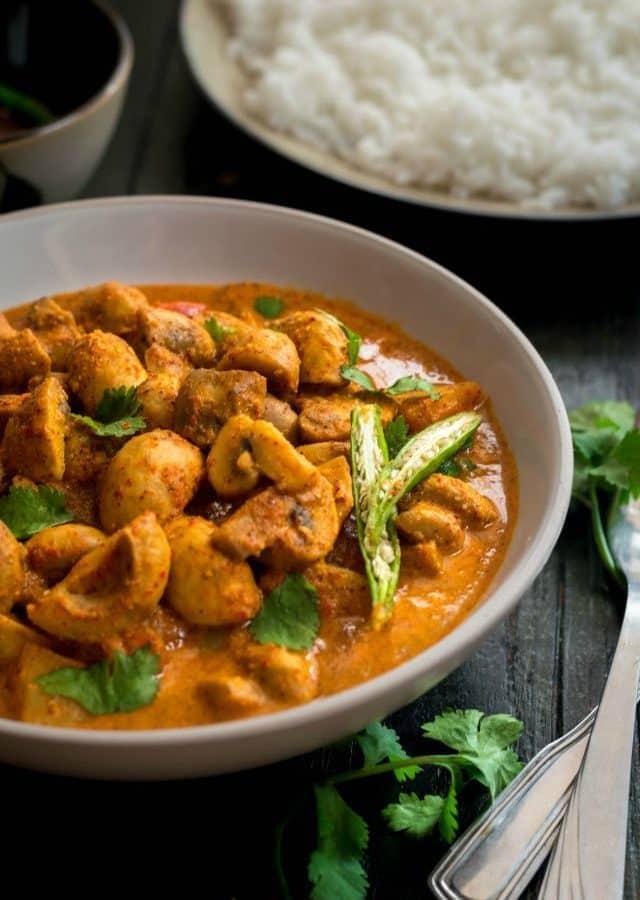 Mushroom in spicy mustard gravy (Chatu Besara)