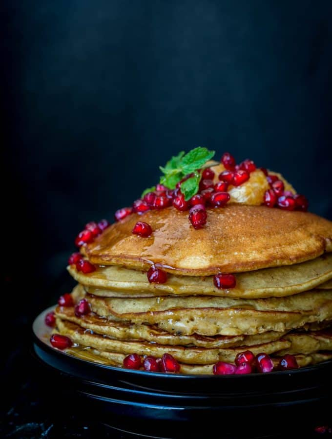 Soft and fluffy, these Gingerbread pancakes are just delicious. It tastes just like your favourite Gingerbread Men Cookes but in pancake form.