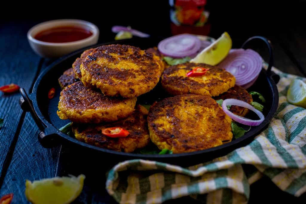 Nadia chenna bhaja (Coconut and cottage cheese fritters)