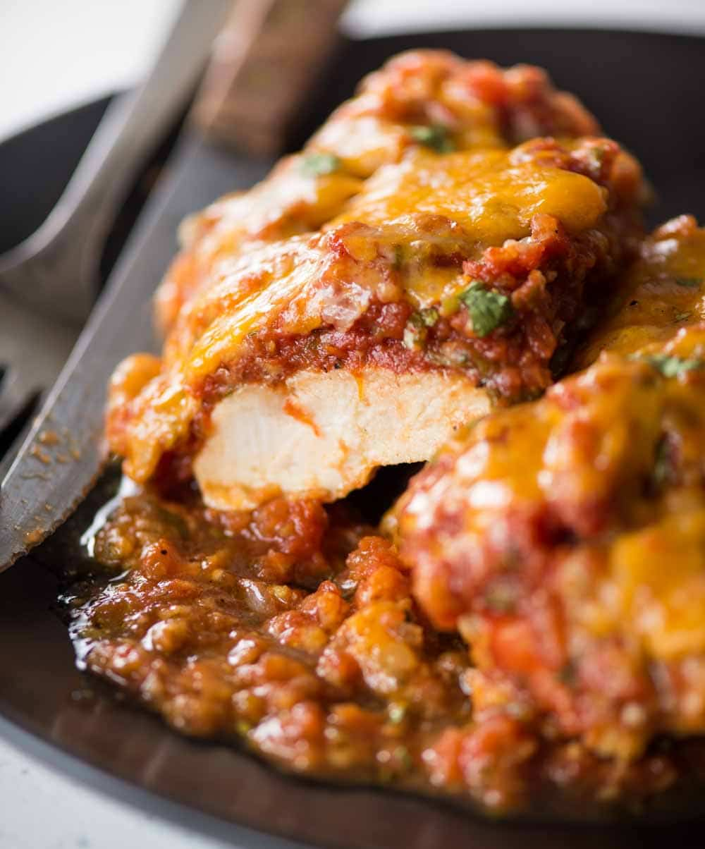 Salsa chicken baked in a tangy spicy Salas has Juicy Chicken and is packed with flavour. With less than 5 ingredients, you need only 20 minutes to make easy Chicken dinner.