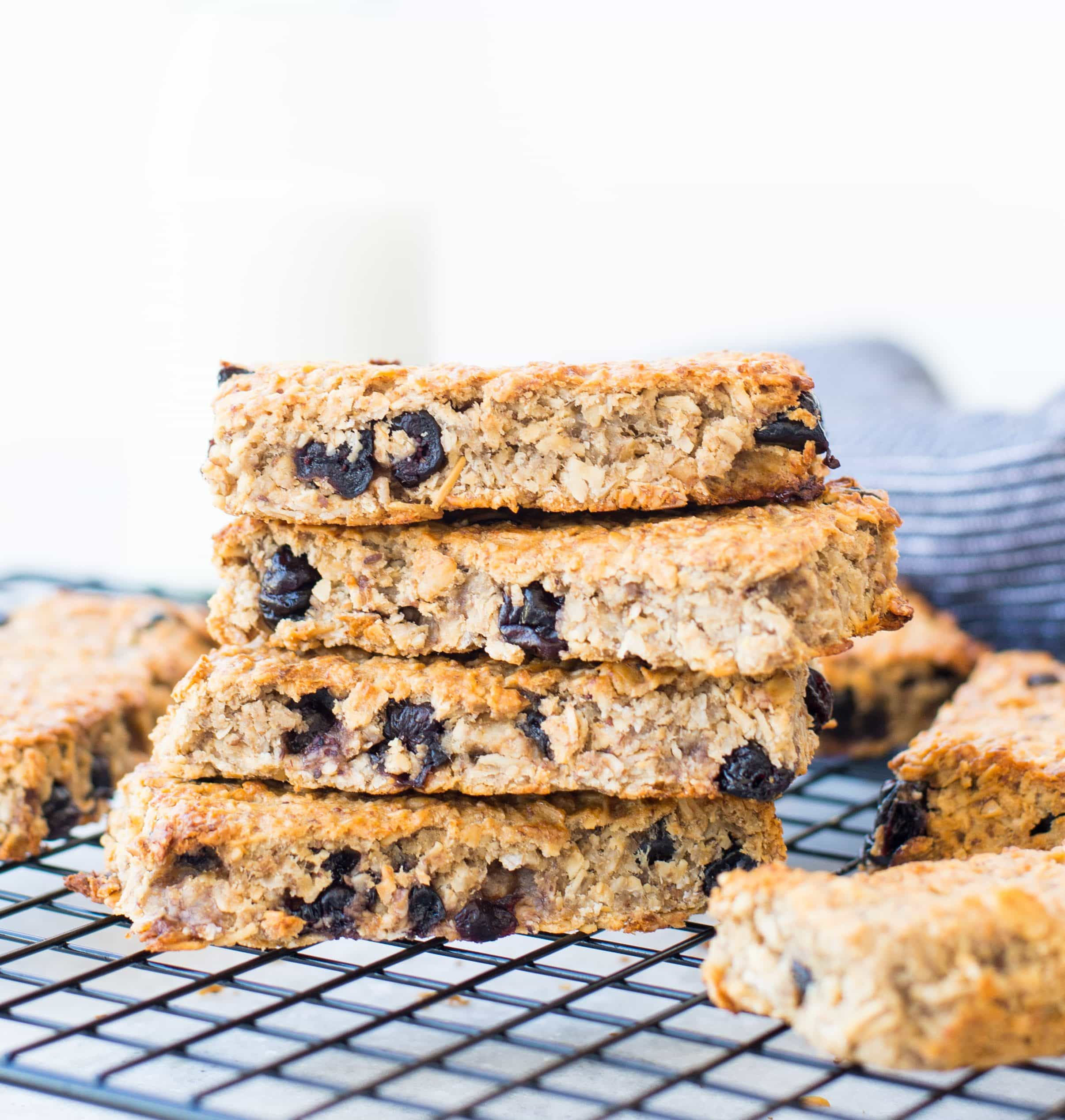 Healthy Blueberry Banana Granola bar is our new obsession at home. These soft and chewy homemade granola bars are gluten-free, vegan and refined sugar-free.