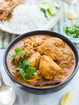 Slow Cooker Coconut Chicken Curry with amazing flavours is rich and creamy. This Indian Chicken Curry can be served over rice or naan bread.