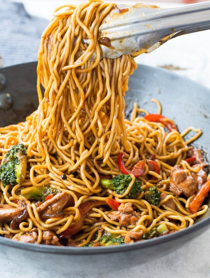 Chicken Ramen Noodle with a flavourful stir-fry saucetakes only 20 minutes to make andis better than take-out. This Easy Ramen Noodle recipe is a perfect mid-week dinner and customization to your preference.