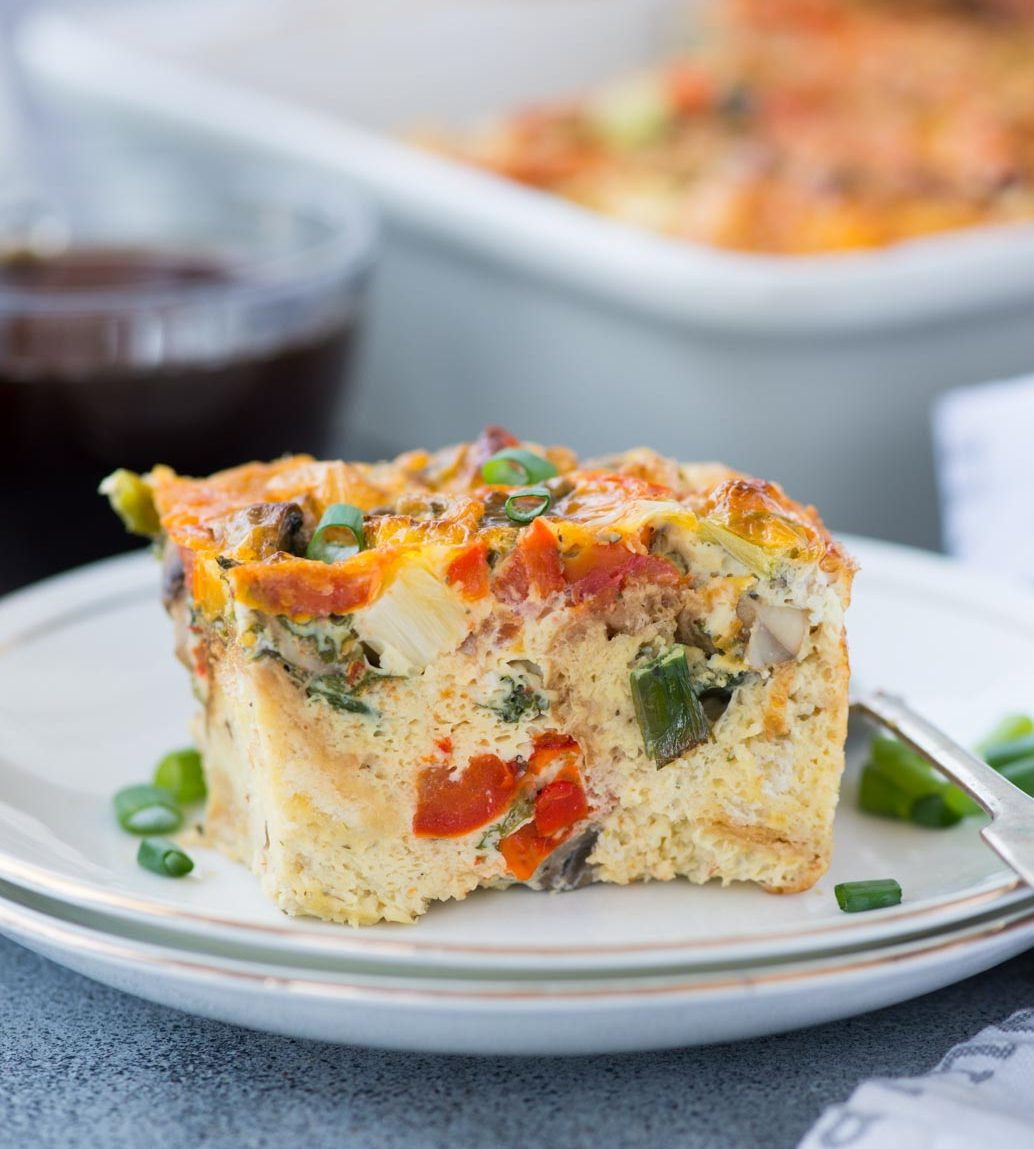 EASY BREAKFAST CASSEROLE WITH BREAD