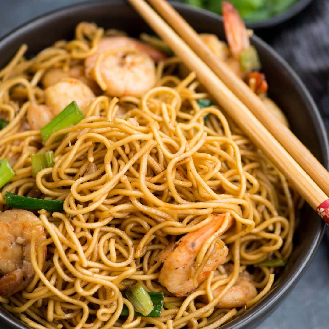 Crazy delicious Shrimp Garlic Noodles in a savoury Asian sauce is easy to make and a perfect weeknight dinner. A quick stir fry noodles with egg noodles, juicy shrimps and a handful of ingredients.