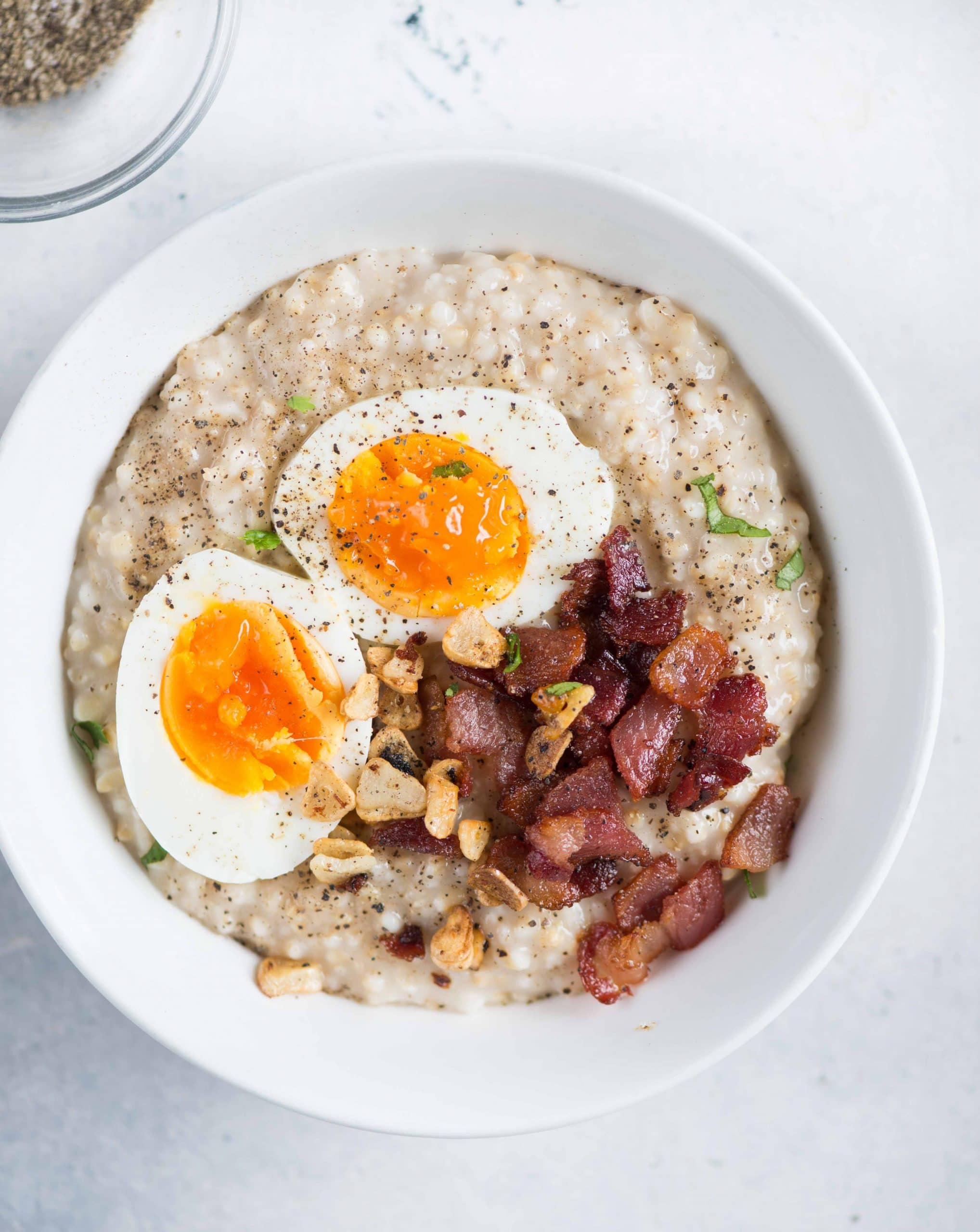 The ultimate guide to cooking Instant Pot Oatmeal with different topping suggestions and tips. Healthy and nutritious breakfast will be ready in less than 15 mins. There are  Instructions for both Steel cut and rolled oats included in the recipe.