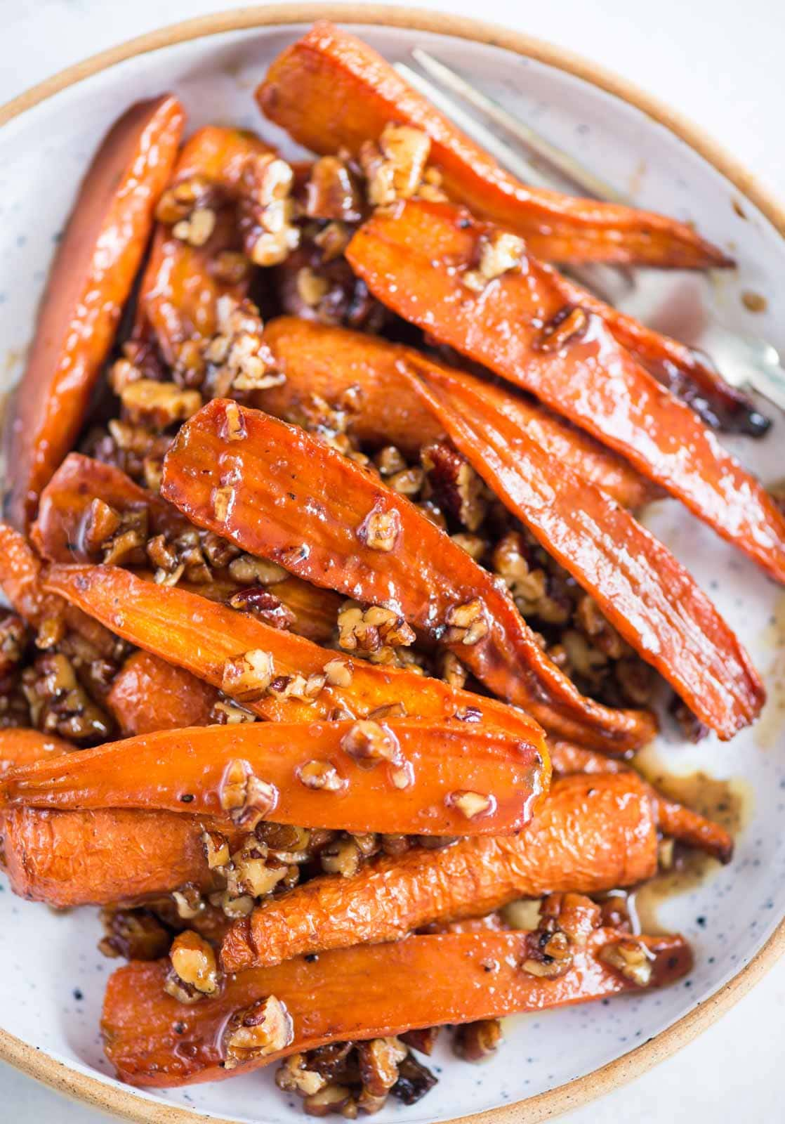 These honey roasted carrot with pecan is a simple yet quite delicious side dish. Carrots tossed in honey, butter, garlic and roasted in the oven until it is tender and slightly caramelized around the edges.